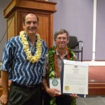 Gary Gill gives the Oahu MVP 2013 Award to Mashuri Waite, Lyon Arboretum
