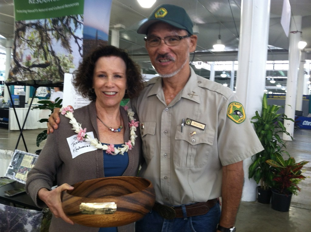 Teresa Trueman-Madriaga, Kaulunani manager (left) accepts the LICH award, with Wayne Ching (right), DLNR protection forester.