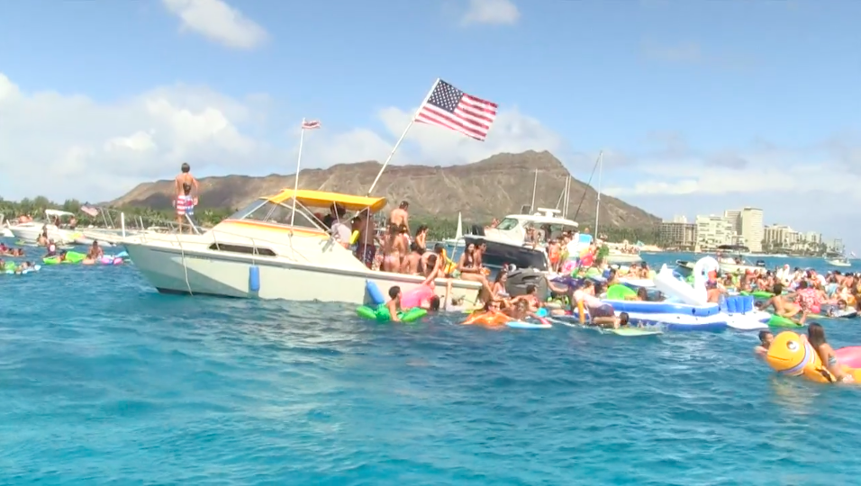 Waikiki-July-4th-Flotilla