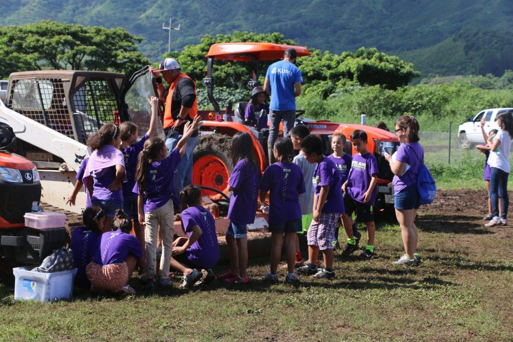 Group of children asking questions at a  Kawainui-Hāmākua volunteer event