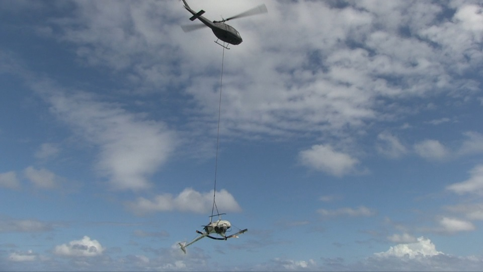 HELICOPTER WRECKAGE AIRLIFTED FROM NEAR AHU O LAKA SANDBAR